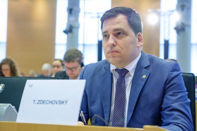 EPP Group says there should be no EU money for coutries breaching rule of law